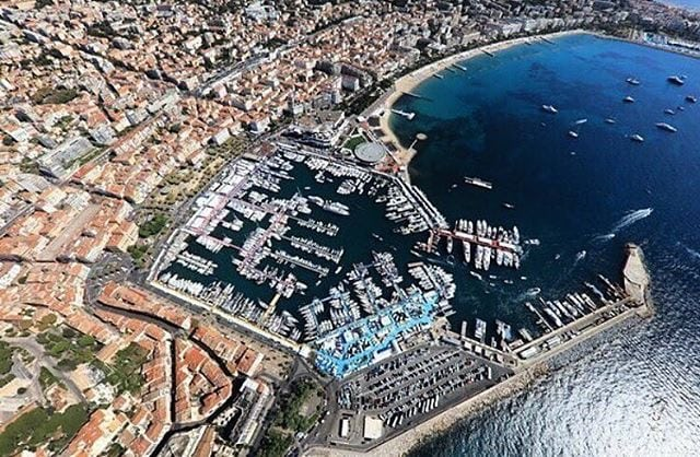 The bay of Cannes with the old port