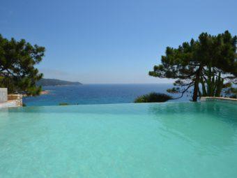 Villa moderne avec une vue mer époustouflante